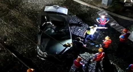 [333뉴스]10m 밑 철길로 차량 '뚝'…운전자 숨져