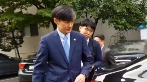 """조국, 윤석열 제외 수사팀 제안 """"보도 보고 알았다"""""""