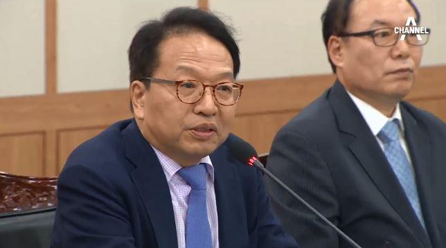 '조국 자녀 인턴증명서 발급' 한인섭 원장…'숨바꼭질'....