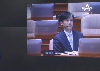 """""""귀하…단상에 나오지 말라"""" 조국 장관 거부한 한국당"""
