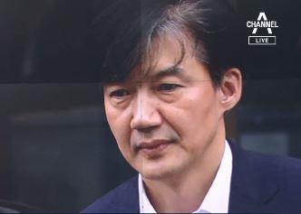 """조국 """"자연인 남편으로 검사와 통화""""…사퇴 요구 일축"""