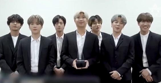 방탄소년단, AMA 3관왕 차지하며 2년 연속 수상