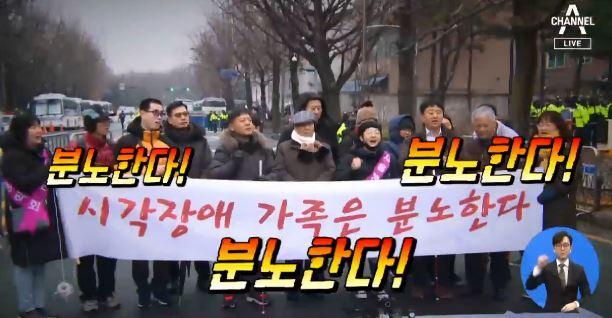 """[화나요 뉴스]""""주민 배려 필요"""" vs """"집회의 자유"""""""