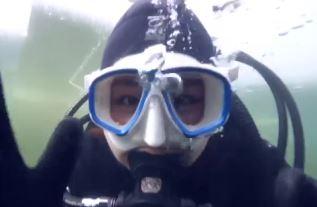 신비한 '아이스 다이빙'…맹추위가 반가운 사람들