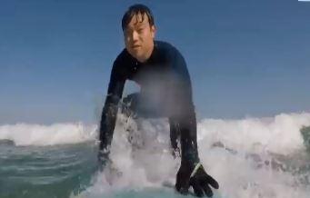 """서핑은 여름 스포츠? 마니아들은 """"겨울이 제맛이죠"""""""