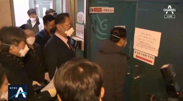경기도, 과천 신천지본부 강제진입…4만 명 명단 확보
