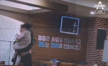 '집단 예배' 은혜의 강 교회 49명 확진…격리 없이 ....