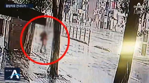 중앙차로 건너던 80대 여성, 버스에 치여 숨져