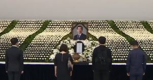 서울시청 앞 분향소에 조문 행렬…박원순 아들 오늘 귀국