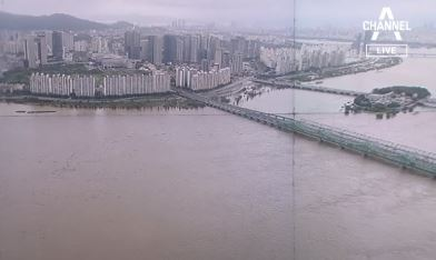 서울 한강대교 9년 만에 홍수주의보…도로 곳곳 통제