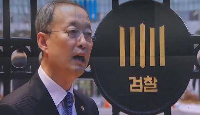 검찰, '원전 의혹' 백운규 소환 조사…다음은 청와대?