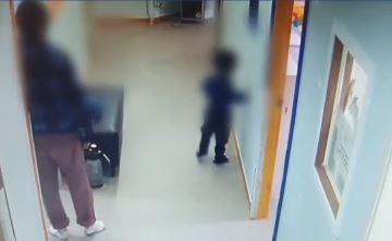 """재활센터 교사, 4살 장애아 밀치고 때렸는데…""""훈육이었...."""