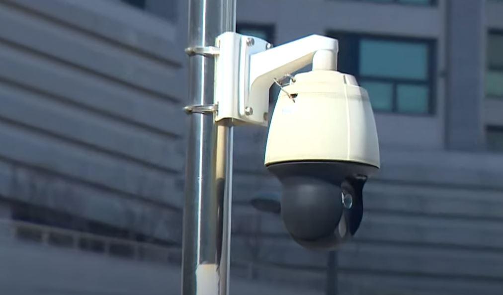 사람 알아보는 CCTV로 '확진자 추적'?…사생활 침해....