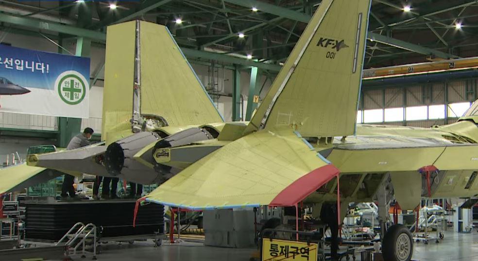 첫 국산 전투기 KF-X 공개…내년 7월 첫 비행