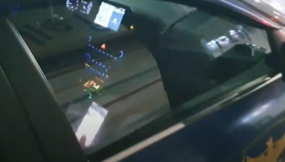'동영상'에 푹 빠진 경찰…고발 영상 찍는데도 눈치 못....