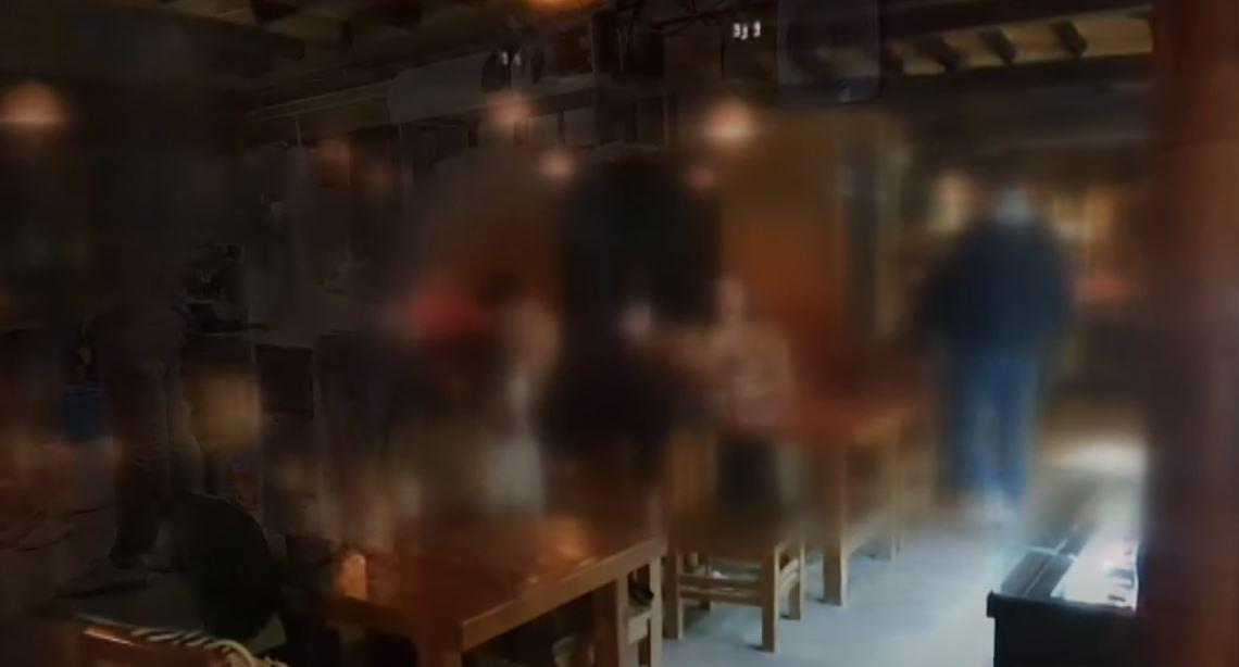 밤 10시 넘기자 제일 붐비는 카페…새벽까지 '꼼수 영....