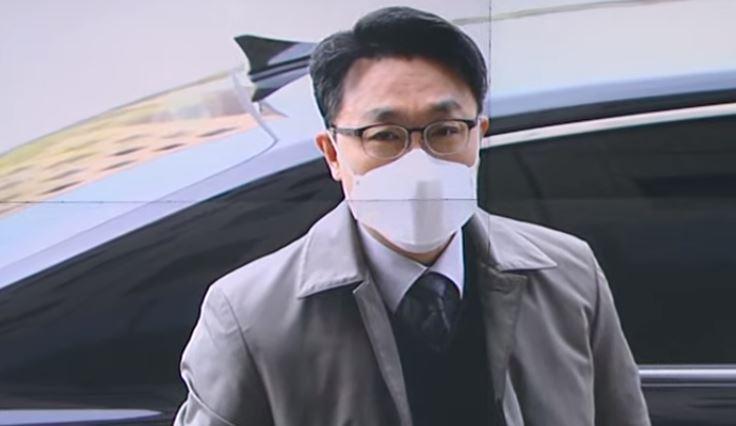 김진욱 공수처장, 후문으로 간다더니 정문 출근