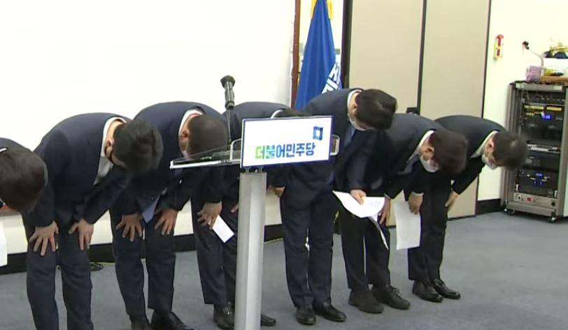 민주당, 지도부 총사퇴…비대위원장에 '친문' 도종환