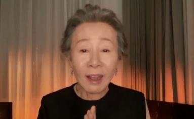 """""""2021년 최고의 소감""""…윤여정, 英 아카데미 수상"""