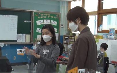 """[여인선이 간다]""""백신만 기다려요""""…아슬아슬 교실"""