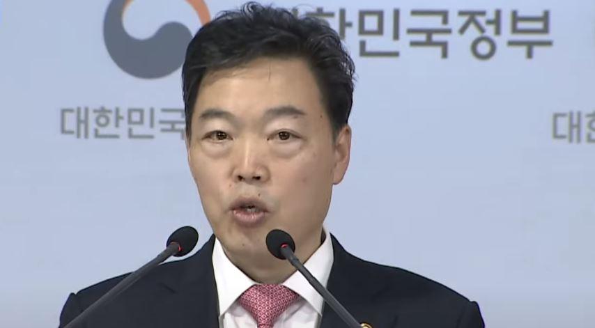 文, 신임 검찰총장에 김오수 지명…검찰 갈등 계속될 듯