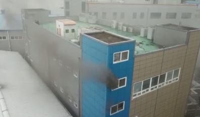 부산 수산물 가공공장서 불…배관 잡고 탈출하려다 숨져