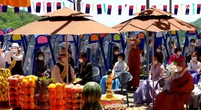 코로나 속 부처님 오신 날…사찰서 1인용 기도 텐트에 ....
