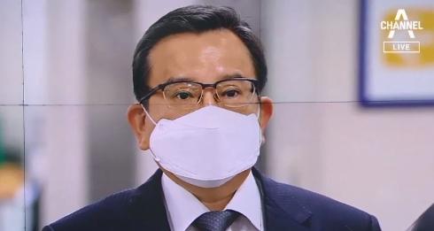 """대법 """"검찰, 증인 회유 없음 증명하라""""…김학의 석방"""