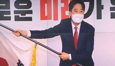 """뜨거워진 '변화 열풍'…文, 이준석에 """"아주 큰일 하셨...."""