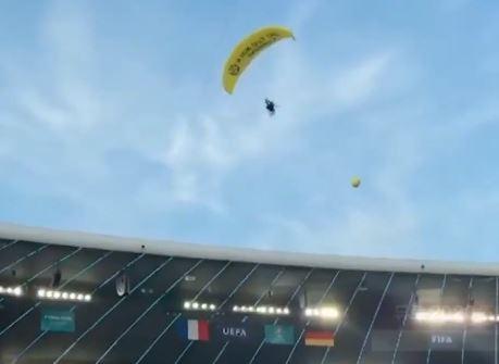 유로 2020 조별리그 빅매치…아찔했던 낙하산 착륙