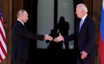 '지각' 피했지만 '설전'은 거칠었다…푸틴-바이든 신경....