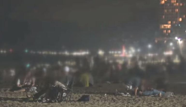 사라진 거리 두기…개장 전 해수욕장 '거대 술판'