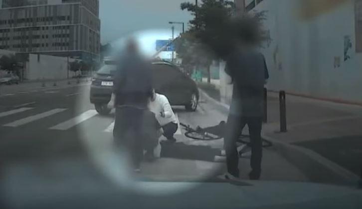 길가에 의식 잃고 쓰러진 시민 구한 '출근길 소방관'