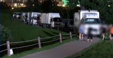 [단독]몽촌토성에 바퀴 자국…트럭 세우고 '무개념 광고....