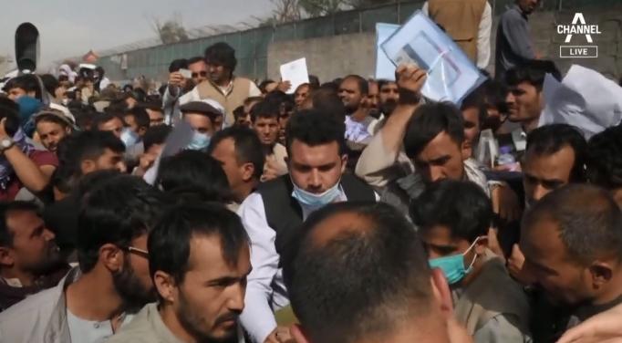 탈레반에 쫓기고 주변 국가에 거부당하는 아프간 난민