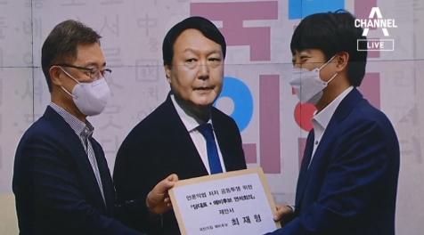 """""""낮술 안 깼나""""…尹 공격하며 '언론중재법 강행' 재확...."""