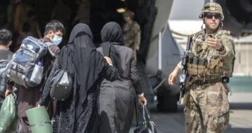탈출 시한 닷새…아프간에 남은 미국인 1천 명 탈출 '....