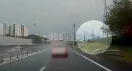 교통사고 부상자 돕던 의사, 빗길 미끄러진 차에 참변