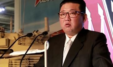 """신무기 늘어놓고… 김정은 """"남한·미국은 주적 아니다"""""""