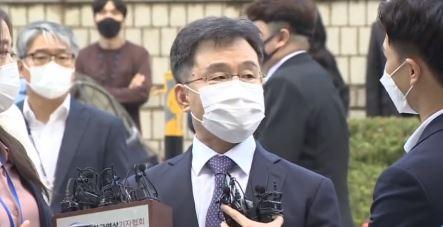 """김만배 """"이재명 한 번 만나""""…구속여부 오후 늦게 결론"""