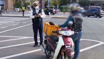 '신호 위반·노 헬멧' 오토바이…2시간 동안 1376건....