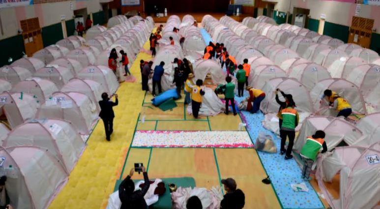 포항 지진 1435일 만에 체육관 떠나…텐트 다 접었다