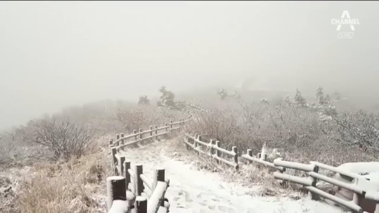 첫 눈 온 설악산…지난해보다 16일 앞서